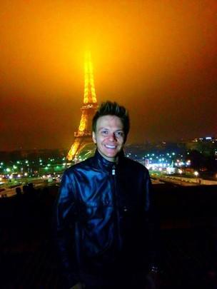 Michel Teló em Paris (Foto: Facebook / Reprodução)