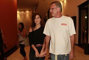 Pedro Bial e a filha na pré-estreia do filme 'Raul' (Foto: Isac luz / EGO)