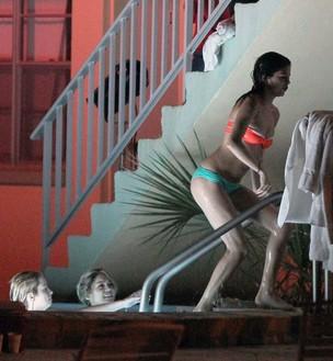 Vanessa Hudgens e Selena Gomez (Foto: Grosby Group)