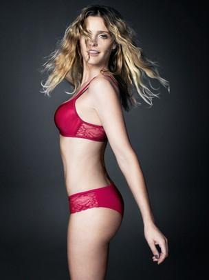 Fernanda Lima posa para campanha de lingerie (Foto: Jacques Dequeker / Divulgação)