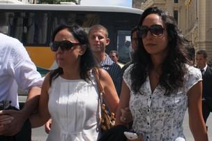 Cininha de Paula e Maria Maya no velorio de Chico Anysio (Foto: Henrique Oliveira/Photorio News)