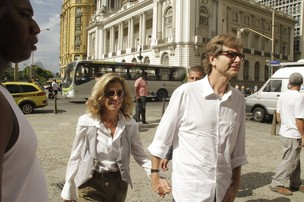 Marília Pêra e o marido (Foto: Isac Luz/EGO)