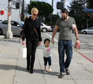 Katherine Heigl com o marido Josh Kelley e a filha Nancy Leigh Kelly (Foto: Getty Images)