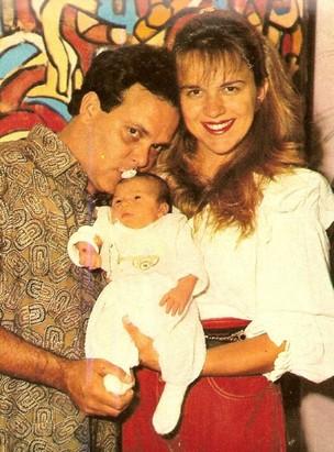 Marianara com o ex-marido Fernando Vanucci e a filha deles, Júlia (Foto: Reprodução/Facebook)