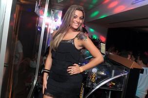 Ex-BBB Monique curte noite no Rio (Foto: Raphael Mesquita/ Divulgação)