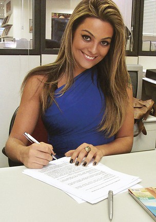 Monique assina com a Sexy (Foto: Divulgação)