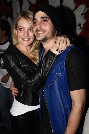 Fiuk com a namorada Natália em show do Jota Quest em São Paulo (Foto: Manuela Scarpa/ Photo Rio News)