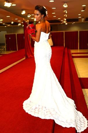 Ex-BBB Kelly posa de noiva para o EGO (Foto: Iwi Onodera/EGO)