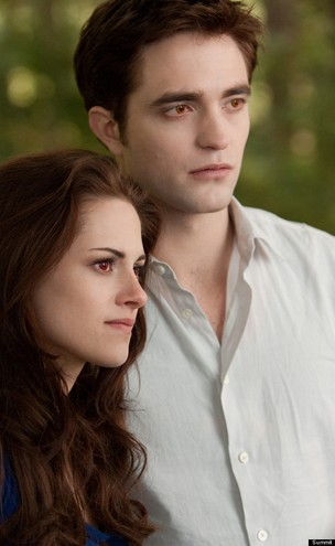"Kristen Stewart e Robert Pattinson em ""Amanhecer-Parte 2"" (Foto: Divulga&#231;&#227;o)"