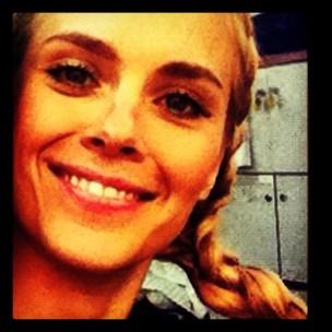 Carolina Dieckmann posta foto sorridente (Foto: Twitter / Reprodução)