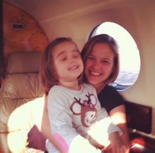Luiza Valdetaro e a filha (Foto: Twitter/Reprodução)