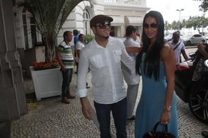 Gracyanne Barbosa e Belo chegando ao Copacabana Palace (Foto: Fabio Martins / AgNews)
