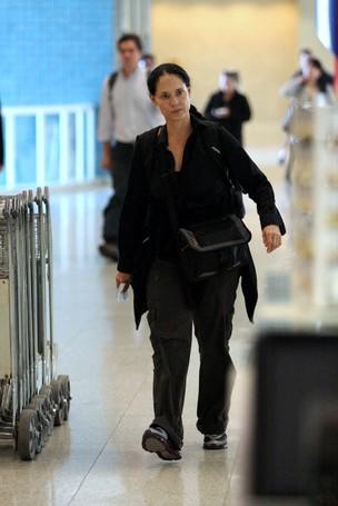 Sônia Braga no aeroporto Santos Dumont, no Rio (Foto: Henrique Oliveira/PhotoRioNews)