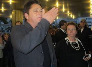 Leonardo visita filho no hospital (Foto: ego)