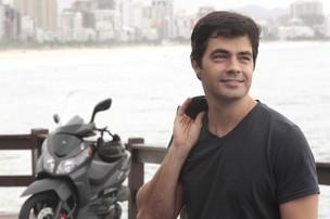 Marcelo Faustini posa para o EGO (Foto: Isac Luz/EGO)