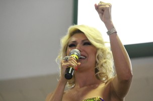 Antônia Fontenelle anuncia que não será mais rainha de bateria da Mocidade (Foto: Thiago Mattos / AgNews)