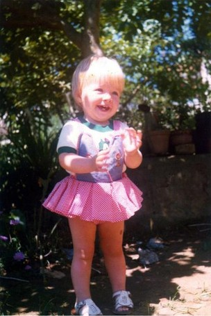 Angélica posta foto quando criança (Foto: Twitter / Reprodução)