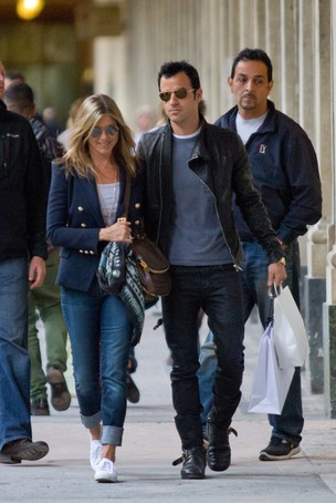 Jennifer Aniston e Justin Theroux em Paris (Foto: Getty Images)