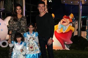 Rodrigo Faro com a mulher, Vera Viel, e as filhas (Foto: Manuela Scarpa/Foto Rio News)