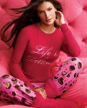 Carol Francischini posa para catálogo da Victoria's Secret (Foto: Divulgação / Divulgação)