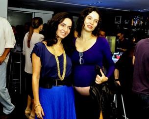 Claudia Ohana e a filha Dandara na pré-estreia de 'Exilados' (Foto: Roberto Teixeira / EGO)