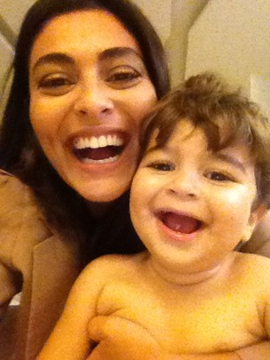 Juliana Paes e o filho Pedro (Foto: Twitter/ Reprodução)