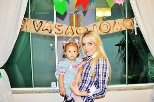 Kah Pinheiro com a filha, Luna (Foto: Divulgação)