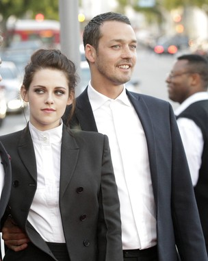 """Kristen Stewart e Rupert Sander durante pré-estreia de """"Branca de Neve e o Caçador"""" (Foto: Agência/ Reuters)"""