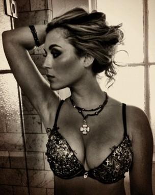 Atriz Alexa Vega posta foto de lingerie no Twitter (Foto: Reprodução / Twitter)