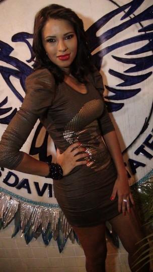 Ex-BBB Ariadna é apresentada como rainha de bateria da escola de samba carioca Unidos e Vila Santa Tereza (Foto: Divulgação)