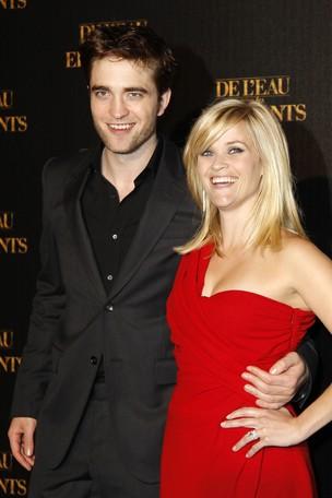 Reese Witherspoon e Robert Pattinson em première do filme 'Água para Elefantes' em Paris, na França (foto de arquivo) (Foto: Reuters/ Agência)