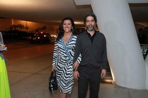 Regina Casé vai com o marido, Estevão Ciavatta, ao show de aniversário de Preta Gil (Foto: Thyago Andrade/ Foto Rio News)