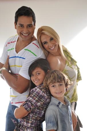Xanddy, Carla Perez e família  (Foto: Reprodução / Arquivo Pessoal)