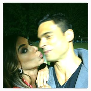 Nicole e Gustavo em momento de carinho (Foto: Divulgação)