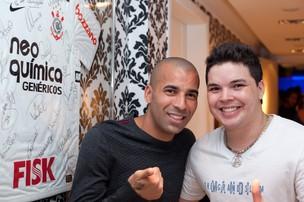 Diego Faria com Emerson Sheik (Foto: Pedro Campos/ Divulgação/ Art Supernova)