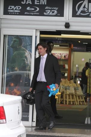 Dado Dolabella saindo da audiência (Foto: Fabio Martins / AgNews)