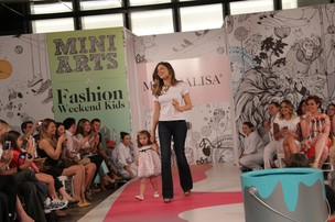 Grazi Massafera desfila no Fashion Weekend Kids (Foto: Manuela Scarpa/Photo Rio News)