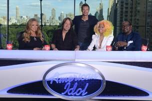 Mariah Carey, Keith Urban, Ryan Seacrest, Nicki Minaj e Randy Jackson (Foto: Reprodução/ Facebook)