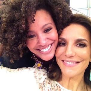 Sheron Menezzes tieta Ivete Sangalo nos bastidores do 'Domingão do Faustão' (Foto: Twitter/ Reprodução)