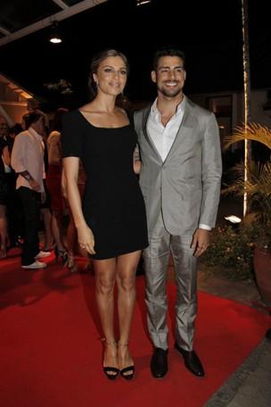 Grazi Massafera e Cauã Reymond no Prêmio Contigo! de Cinema (Foto: Isac luz / EGO)