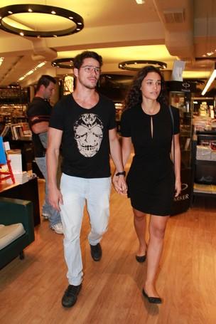 José Loreto e Débora Nascimento em lançamento de livro no Rio (Foto: Thyago Andrade/ Foto Rio News)