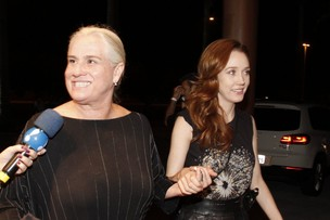 Vera Holtz e Camila Morgado em festa no Rio (Foto: Isac Luz/ EGO)