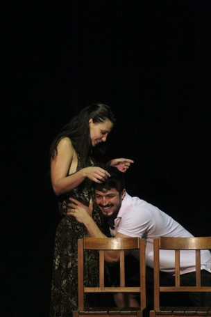 Camilla Rodrigues faz ensaio geral de peça, no Rio (Foto: Divulgação)