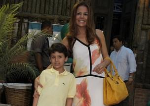Nivea Stellman e o filho Miguel (Foto: Isac Luz / EGO)