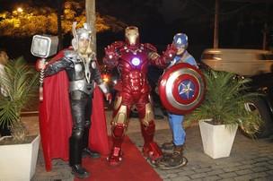Super Heróis no aniversário de Benício (Foto: Isac Luz/ EGO)