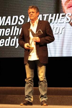 Marcos Paulo recebe prêmio no enceramento do Amazonas Film Festival (Foto: Orlando Oliveira/Agnews)