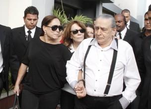 Suzana Vieira e pai de Marcos Paulo no seu velório  (Foto: Isac Luz / EGO)