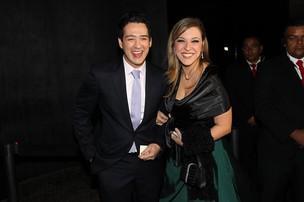 Marcos Veras com a namorada no casamento de Tiago Leifert (Foto: Manuela Scarpa/ Foto Rio News)