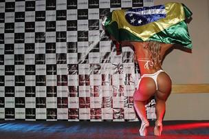 Carine Felizardo mostrando seus atributos no concurso do Miss Bumbum (Foto: Alessandra Gerzoschkowitz /EGO)