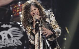 O Aerosmith de Steven Tyler se apresenta na final da 11ª temporada do 'American Idol' (Foto: Reuters/ Agência)